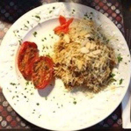 22- Risoto integral ao trio de cogumelos ( shimeji, shitake e paris ) com tomate assado com ervas.