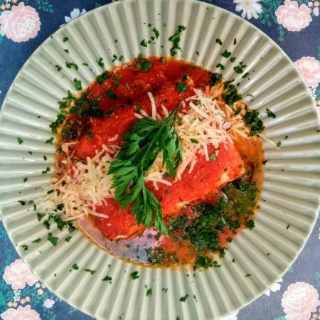 13- Lasanha de berinjela grelhada, massa integral, mussarela e molho de tomate.