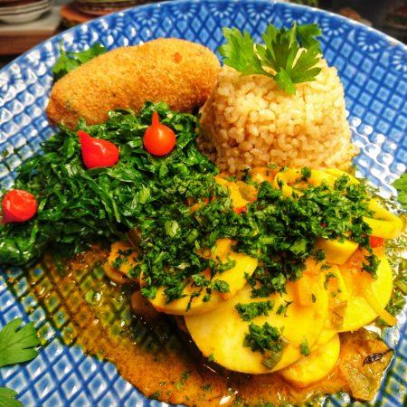 16- Moqueca de palmito pupunha, arroz cateto integral, farofa de milho e couve.