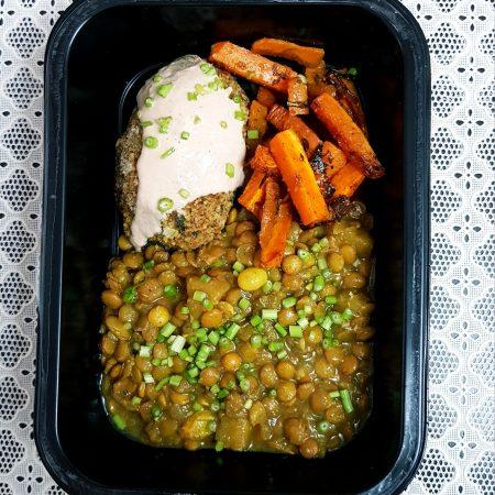 15- Lentinha marroquina, quibe recheado de escarola com tahine e palitos de cenoura com especiarias.