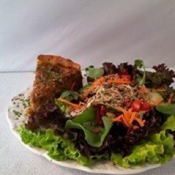 Torta de cebola + salada padrão.
