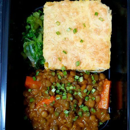 14- Lentilha com cenoura, quibe de abóbora e quinua, escarola.